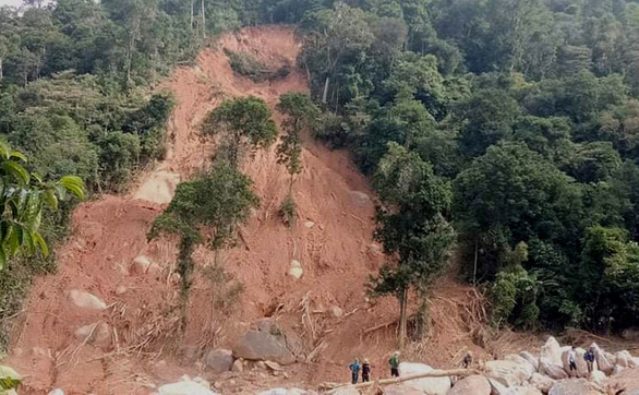 Vụ sạt lở vùi lán người đi rừng ở Phong Nha: Tìm thấy thi thể của 3 người còn lại - Ảnh 2.