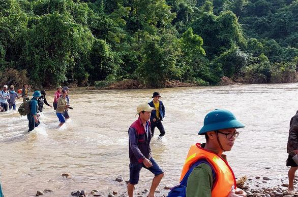 Vụ sạt lở vùi lán người đi rừng ở Phong Nha: Tìm thấy thi thể của 3 người còn lại - Ảnh 3.