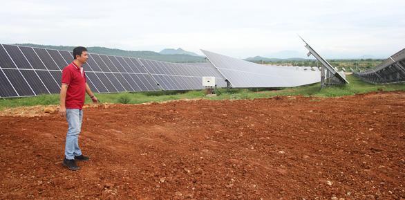 Khánh thành hệ thống pin mặt trời xoay theo hướng nắng - Ảnh 2.