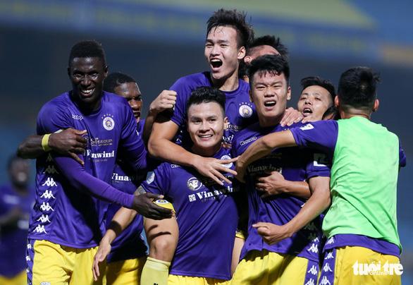 HLV Bình Dương: Thua Hà Nội FC bình thường nhưng tôi không phục trọng tài - Ảnh 2.