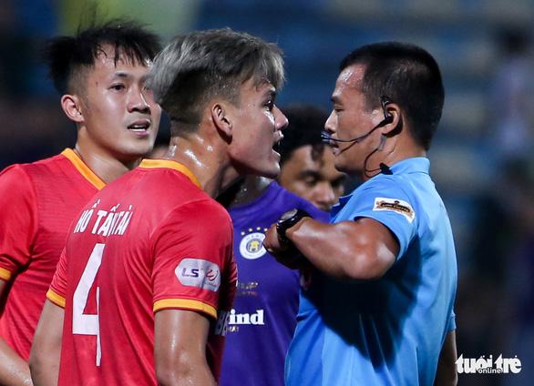 HLV Bình Dương: Thua Hà Nội FC bình thường nhưng tôi không phục trọng tài - Ảnh 1.