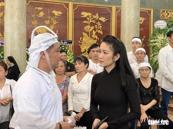Tiễn đưa nghệ sĩ Lý Huỳnh về nơi an nghỉ - Ảnh 3.
