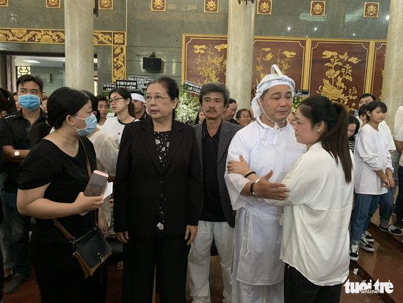 Tiễn đưa nghệ sĩ Lý Huỳnh về nơi an nghỉ - Ảnh 8.