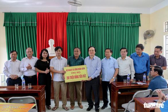 Bộ trưởng Phùng Xuân Nhạ: Không để học sinh vùng lũ đến trường thiếu sách vở - Ảnh 3.