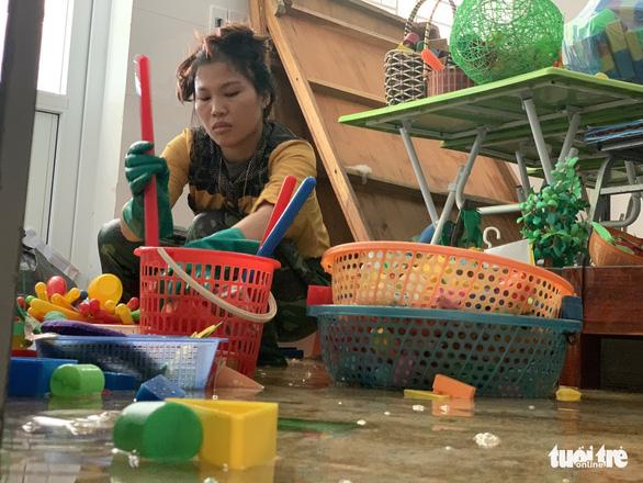 Bộ trưởng Phùng Xuân Nhạ: Không để học sinh vùng lũ đến trường thiếu sách vở - Ảnh 2.