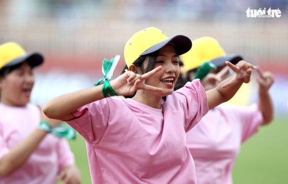 Sôi động ngày khai mạc Giải bóng đá sinh viên Đại học Quốc gia TP.HCM mở rộng 2020 - Ảnh 1.