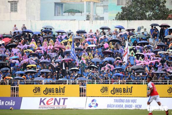 Sôi động ngày khai mạc Giải bóng đá sinh viên Đại học Quốc gia TP.HCM mở rộng 2020 - Ảnh 2.