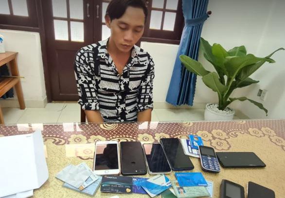 Bắt được kẻ lừa đảo lấy tiền của vợ nạn nhân thủy điện Rào Trăng 3 - Ảnh 1.