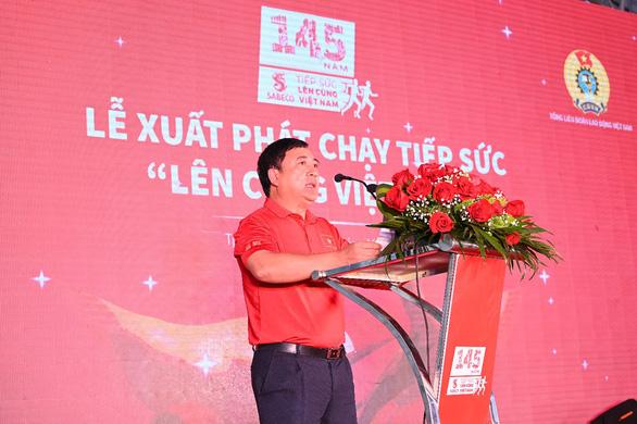 Chương trình chạy tiếp sức Lên cùng Việt Nam chính thức xuất phát tại Hạ Long - Ảnh 3.