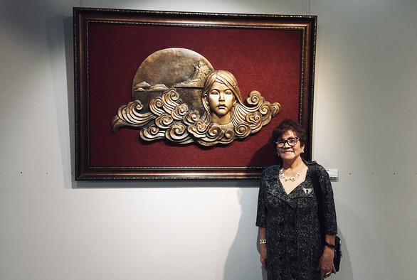 Bến đợi của phụ nữ Việt - Ảnh 1.