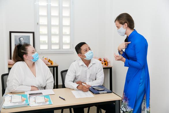 Cô gái Pháp và sáng kiến y tế giúp người bệnh Việt từ COVID-19 - Ảnh 1.