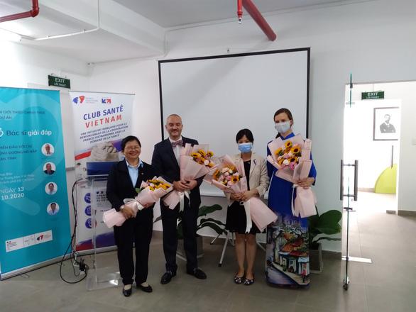 Cô gái Pháp và sáng kiến y tế giúp người bệnh Việt từ COVID-19 - Ảnh 2.