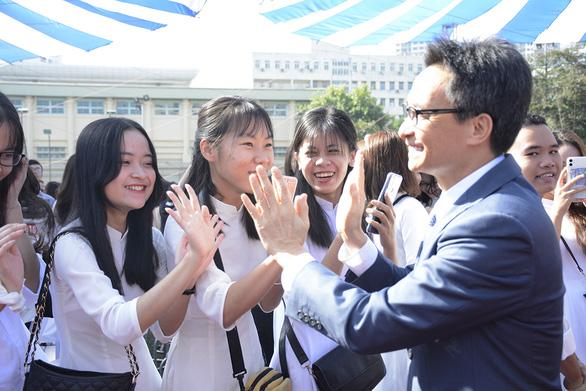 Lương giáo viên mới ra trường sẽ khoảng 6 triệu đồng - Ảnh 1.