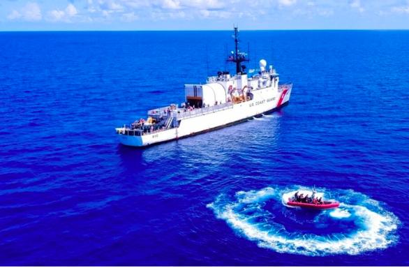Mỹ nói đang bị Trung Quốc đe dọa chủ quyền, sẽ tăng tàu tuần duyên bảo vệ - Ảnh 1.