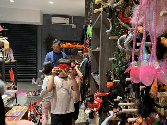 Halloween đã tăng độ nóng, hàng Trung Quốc vẫn áp đảo - Ảnh 6.