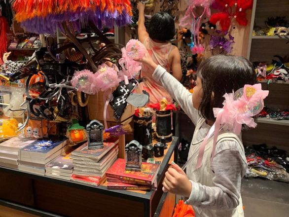 Halloween đã tăng độ nóng, hàng Trung Quốc vẫn áp đảo - Ảnh 5.