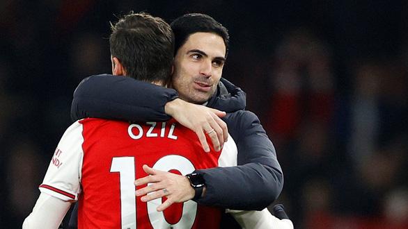 Arsenal thực dụng hơn khi không còn Ozil - Ảnh 1.
