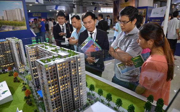Bộ Xây dựng sắp có hàng loạt biện pháp kéo giá nhà về tầm tay người dân - Ảnh 2.