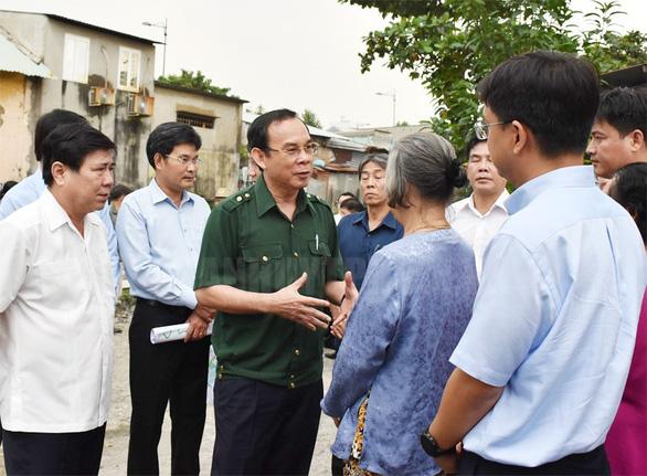 Bí thư Thành ủy Nguyễn Văn Nên đi khảo sát dự án chống ngập - Ảnh 1.