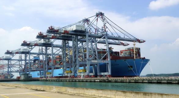 Siêu tàu container dài bằng 4 sân bóng đá cập Cái Mép - Thị Vải - Ảnh 1.
