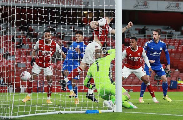 Dứt điểm kém, Arsenal trả giá vì bàn thắng muộn của Vardy - Ảnh 2.