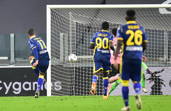 Sao trẻ vào sân từ ghế dự bị lập công cứu Juventus trước Verona - Ảnh 3.