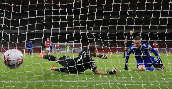 Dứt điểm kém, Arsenal trả giá vì bàn thắng muộn của Vardy - Ảnh 5.