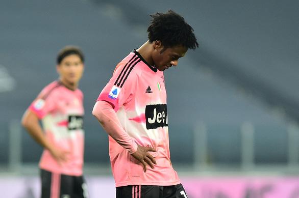 Sao trẻ vào sân từ ghế dự bị lập công cứu Juventus trước Verona - Ảnh 1.