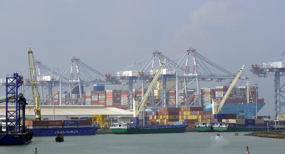 Siêu tàu container dài bằng 4 sân bóng đá cập Cái Mép - Thị Vải - Ảnh 4.