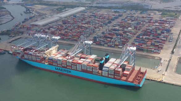 Một trong những tàu container lớn nhất thế giới lần đầu cập cảng Việt Nam - Ảnh 3.