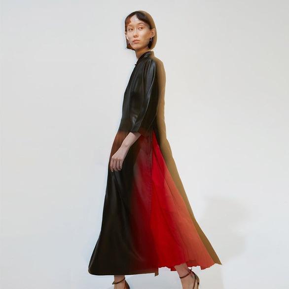 Nữ nhiếp ảnh gia Trung Quốc gây tranh cãi vì thiết kế giống áo dài Việt Nam - Ảnh 3.