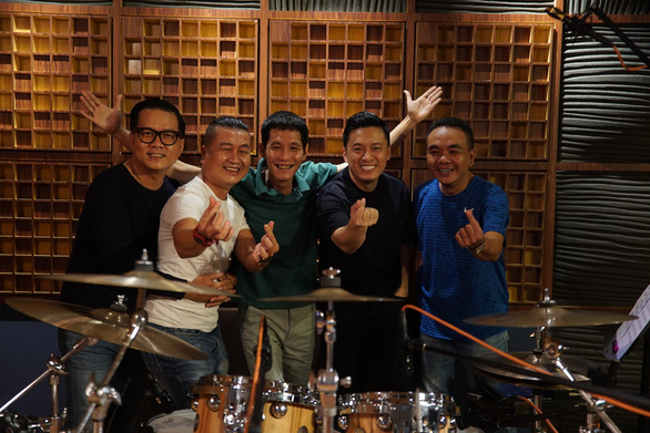 Nhạc sĩ Bảo Chấn lỡ hẹn cùng Lam Trường tại Phòng trà Online Vol.3 - Ảnh 3.