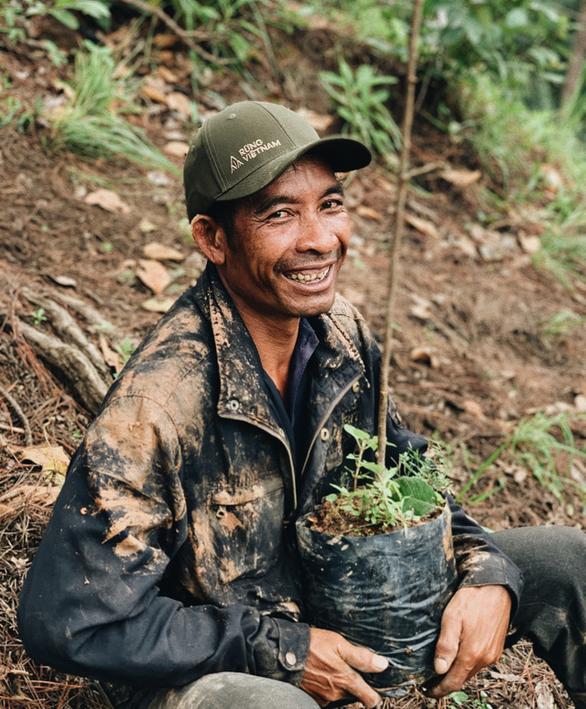 Hà Anh Tuấn trồng 1.800 cây rừng để giúp chống lũ trong dự án Rừng Việt Nam - Ảnh 4.