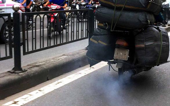 Làm quen với kiểm tra khí thải xe máy - Ảnh 1.