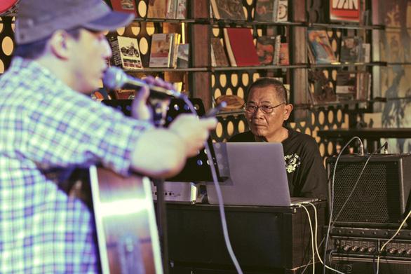 Nhạc sĩ Bảo Chấn lỡ hẹn cùng Lam Trường tại Phòng trà Online Vol.3 - Ảnh 1.