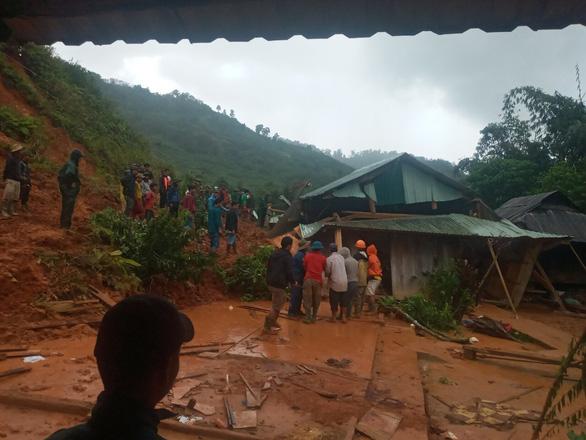 Quảng Nam, Quảng Ngãi: Sẵn sàng sơ tán dân khỏi khu vực sạt lở trước bão số 9 - Ảnh 2.