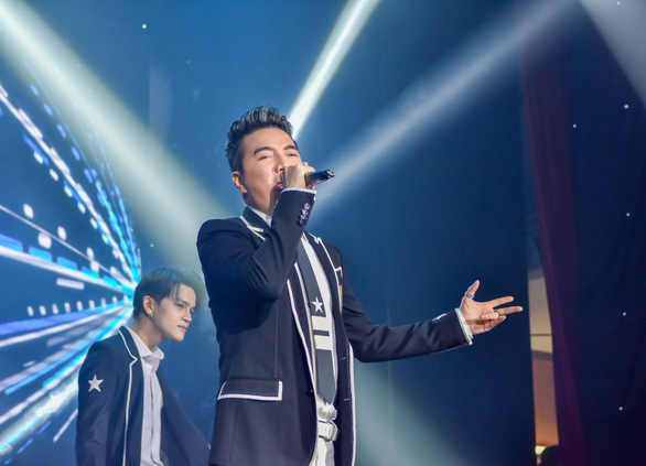 Đêm nhạc Việt Nam tử tế quyên 6 tỉ giúp người dân miền Trung lũ lụt - Ảnh 1.