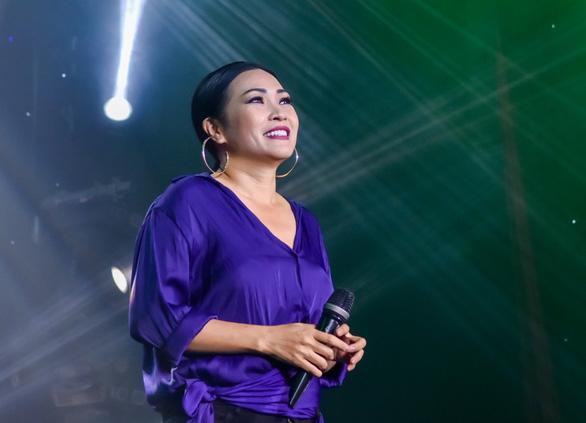 Đêm nhạc Việt Nam tử tế quyên 6 tỉ giúp người dân miền Trung lũ lụt - Ảnh 4.