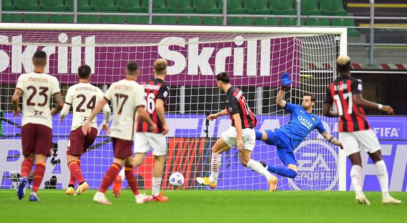 Xem Ibrahimovic lập cú đúp, mới nhập cuộc đã mở tỉ số - Ảnh 2.