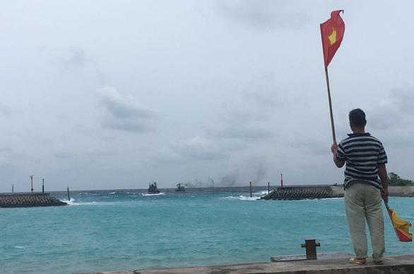 Bão số 9 đang gây gió cấp 8-9 tại đảo Song Tử Tây - Ảnh 2.