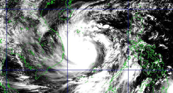 13h ngày 27-10, bão số 9 cách Phú Yên 450km, giật cấp 17 - Ảnh 3.