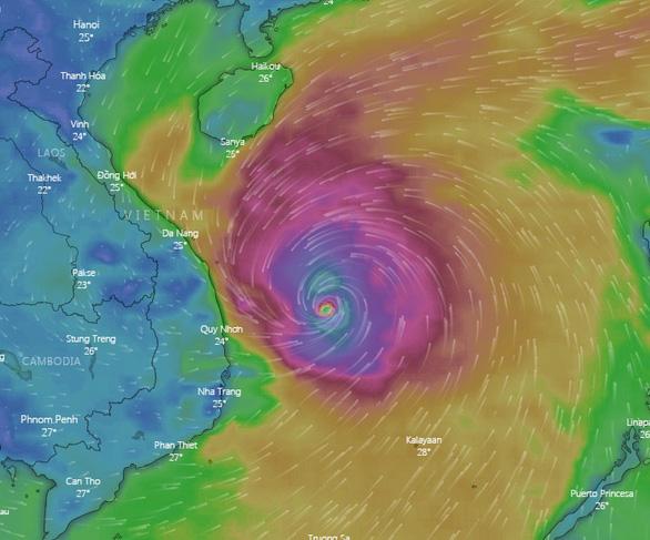 4h sáng nay 28-10, bão số 9 cách Phú Yên 195km, giật cấp 16 - Ảnh 1.