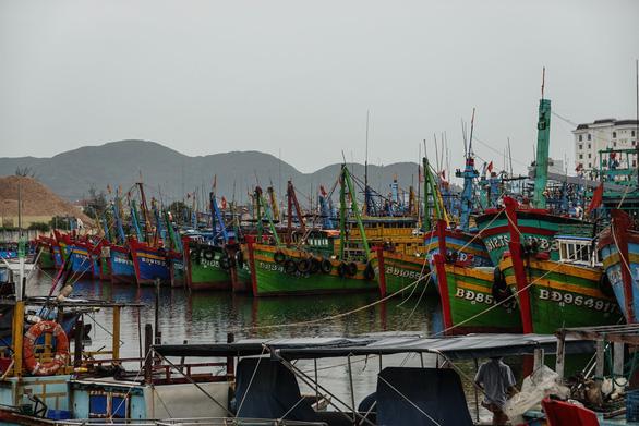 Hai tàu cá Bình Định chìm trên đường tránh trú bão, 26 ngư dân mất tích - Ảnh 1.
