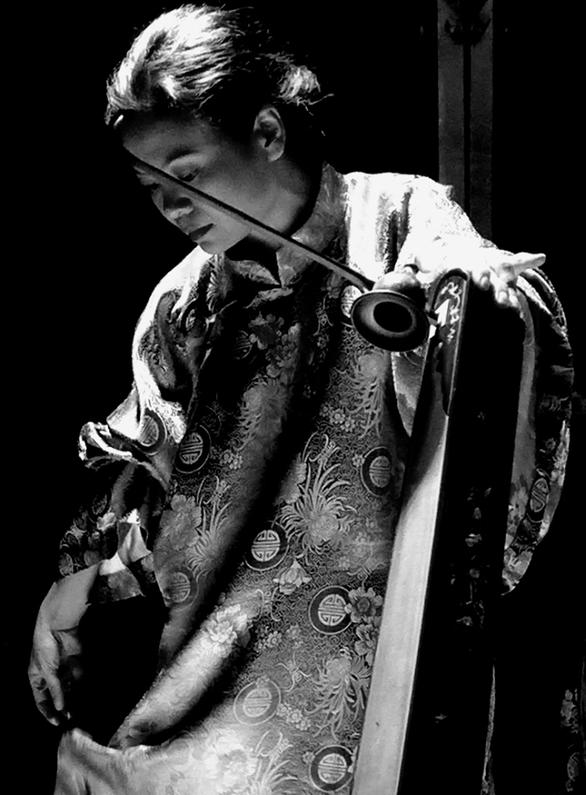 Nghệ sĩ Trí Minh, Ngô Trà My 'song đôi' biểu diễn vì miền Trung - Ảnh 2.