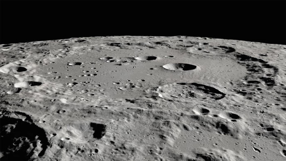 Các nhà khoa học khẳng định sự tồn tại của nước trên Mặt trăng - Ảnh 1.
