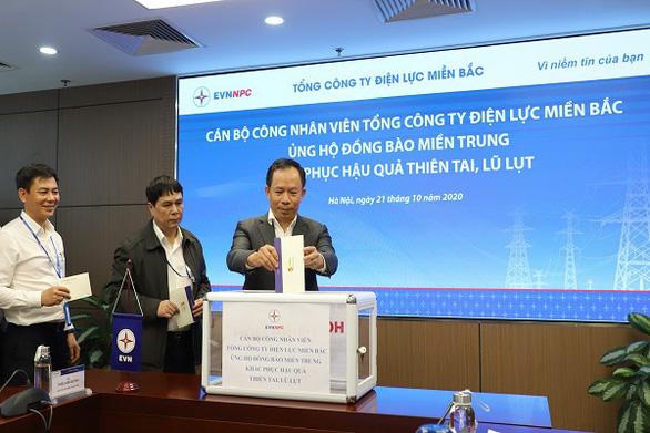 EVNNPC ủng hộ 4,7 tỉ đồng khắc phục hậu quả bão lũ Miền Trung - Ảnh 1.