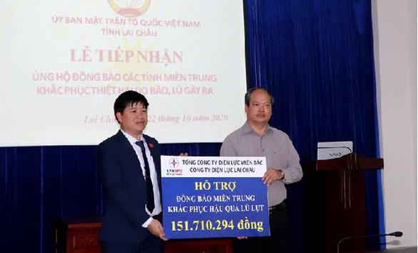 EVNNPC ủng hộ 4,7 tỉ đồng khắc phục hậu quả bão lũ Miền Trung - Ảnh 2.
