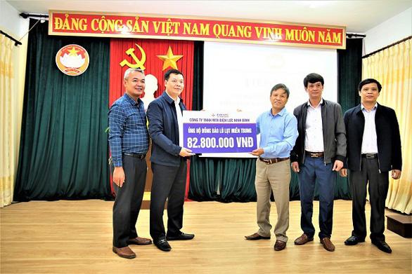 EVNNPC ủng hộ 4,7 tỉ đồng khắc phục hậu quả bão lũ Miền Trung - Ảnh 3.