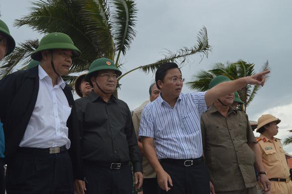 Phó thủ tướng Trịnh Đình Dũng: Quân đội, công an sẵn sàng đợi lệnh - Ảnh 1.