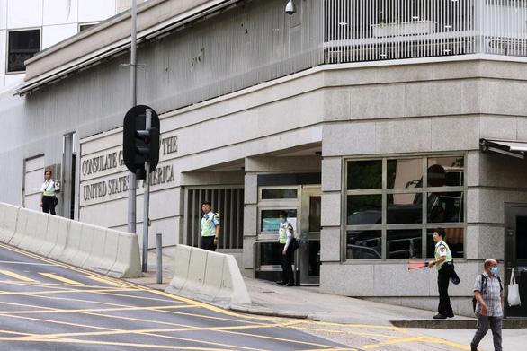Bốn người Hong Kong chạy vào Tổng lãnh sự quán Mỹ xin tị nạn - Ảnh 2.